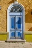 Alte blaue hölzerne Tür Lizenzfreie Stockfotos