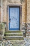 Alte blaue hölzerne Tür Lizenzfreie Stockbilder