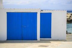 Alte blaue hölzerne Tür Lizenzfreies Stockbild