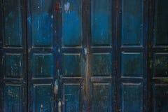 Alte blaue Holztür des Hintergrundes Stockfotografie