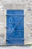Alte blaue Metalltür Lizenzfreie Stockbilder
