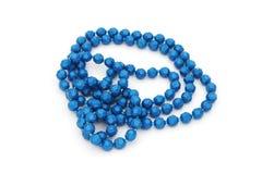 Alte blaue Plastikperlenhalskette Stockbild