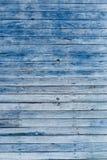 Alte blaue schäbige hölzerne Planken mit gebrochener Farbfarbe Lizenzfreie Stockfotos