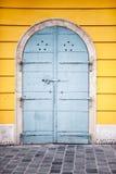 Alte blaue Stahltür in Budapest Lizenzfreie Stockfotografie