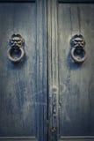 Alte blaue Tür Stockfotos