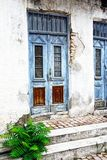 Alte blaue Tür, griechisches Insel-Haus Lizenzfreie Stockbilder