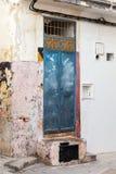 Alte blaue Tür in Medina, altes Tanger Stockbilder