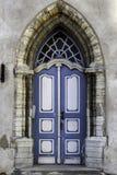 Alte blaue Tür in Tallinn, Estland Lizenzfreies Stockbild