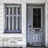 Alte blaue Tür und Fenster Stockbilder