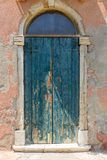 Alte blaue Tür von Torcello-Insel, Italien Stockfoto