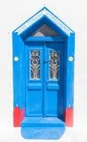 Alte blaue Türen des Schmutzes in Oia-Stadt, Santorini, Griechenland Lizenzfreie Stockbilder