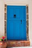 Alte blaue Türen in Griechenland, Santorini-Insel, Oia Dorf Lizenzfreies Stockfoto