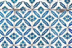 Alte blaue und cyan-blaue keramische Platten mit dem bösen Blick von Stockbilder