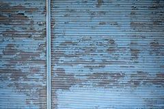 Alte blaue und gewölbte Zinkbeschaffenheit Stockfotos