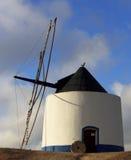 Alte blaue und weiße Windmühle Lizenzfreie Stockfotografie