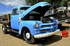 Alte blaue Weinlese Chevy-Aufnahme Stockfoto