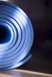 Alte blaue Yogamatte Lizenzfreie Stockfotos