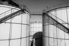 Alte Blechtafeln L Behälter im Kraftwerk, Art der Fabrik Stockbild
