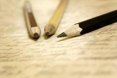 Alte Bleistifte und Buchstabe Lizenzfreie Stockfotos