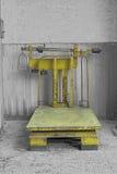 Alte Bodenskala für große Gewichte Stockfotografie