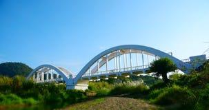 Alte Bogenbrücke über The Creek in LAMPHUN THAILAND Weißes colo Lizenzfreie Stockbilder