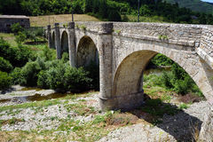 Alte Bogensteinbrücke Stockfoto