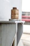 Alte Bolzen und Waschmaschinen im petrochemischen Werk Lizenzfreie Stockbilder