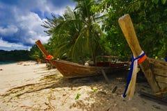 Alte Boote auf dem Strand Lizenzfreie Stockbilder