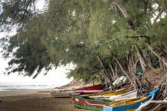Alte Boote auf dem Strand von Tofo Lizenzfreie Stockbilder