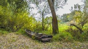 Alte Boote auf der Flussbank Lizenzfreie Stockfotografie