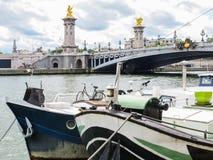 Alte Boote auf der Seine Lizenzfreie Stockfotografie