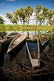 Alte Boote auf einem Fluss. Lizenzfreie Stockbilder