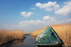 Alte Boote auf Ufer Lizenzfreies Stockfoto