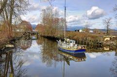 Alte Boote an der Niederlassung von Fluss Stockfotografie