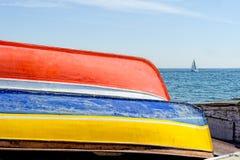 Alte Boote an der Reparaturwerft in der caddebostan Küste von Istanbul die Türkei Stockbild
