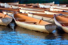 Alte Boote im Park Stockfotos
