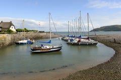 Alte Boote machten in weniger Bucht an Porlock-Wehr, Somerset fest Lizenzfreie Stockfotos