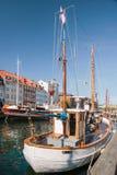 Alte Boote in Nyhavn in Kopenhagen Lizenzfreies Stockbild