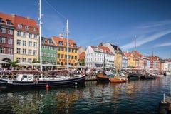 Alte Boote und Häuser in Nyhavn in Kopenhagen Lizenzfreie Stockbilder