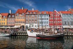 Alte Boote und Häuser in Nyhavn in Kopenhagen Lizenzfreie Stockfotografie