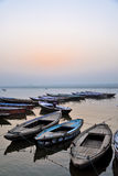 Alte Boote in Varanasi Stockfotos