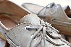 Alte Bootsschuhe, Seitenansicht Lizenzfreies Stockbild
