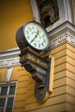 Alte Borduhr auf der Wand Stockfotografie