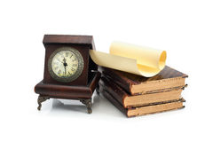 Alte Borduhr und Bücher Lizenzfreie Stockfotografie