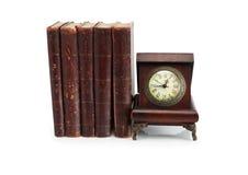 Alte Borduhr und Bücher Stockfoto