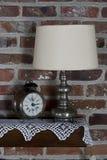 Alte Borduhr und Lampe Lizenzfreies Stockbild