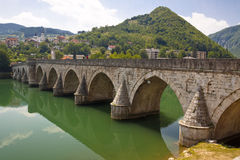 Alte Brücke auf Drina Fluss- Visegrad, Balkan. Stockfotografie
