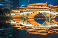 Alte Brücke Chengdus nachts Lizenzfreies Stockfoto