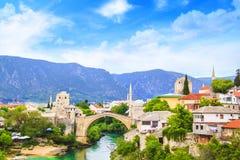 Alte Brücke der schönen Ansicht in Mostar auf dem Neretva-Fluss, Bosnien und Herzegowina Stockfotos