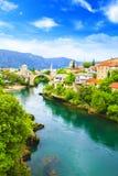 Alte Brücke der schönen Ansicht in Mostar auf dem Neretva-Fluss, Bosnien und Herzegowina Lizenzfreie Stockbilder
